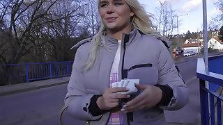 British tourist sucks Czech dick
